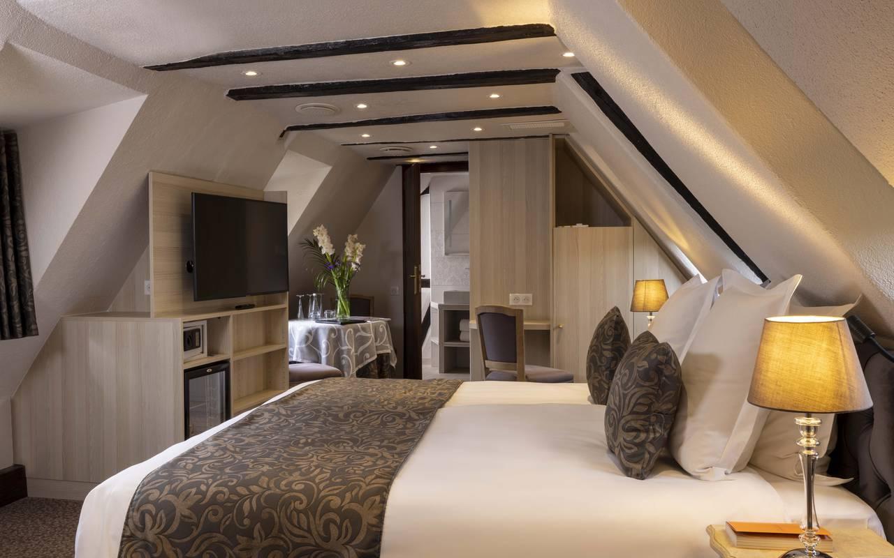 Dreibettzimmer mit whirlpool badewanne luxushotel in for Zimmer mit whirlpool nrw