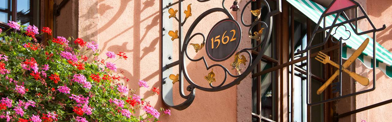Façade de notre hôtel Colmar à La Petite Venise, Le Maréchal