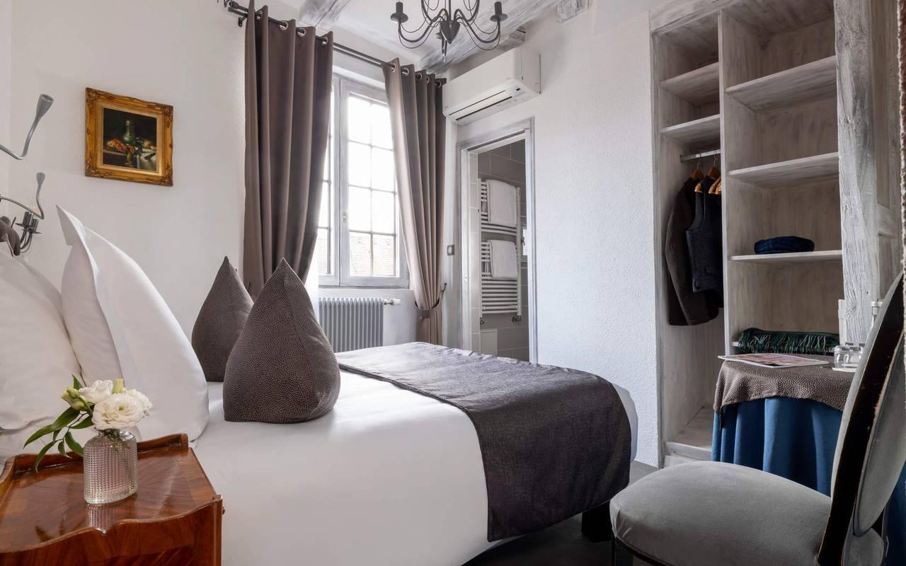 Vue de la chambre individuelle, hôtel luxe Colmar, Le Maréchal