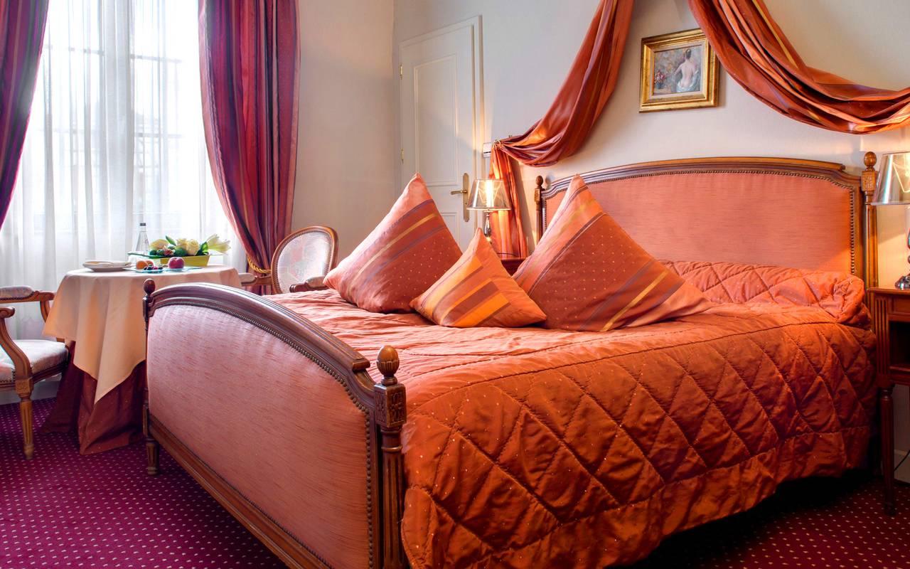 Chambre à la décoration traditionnelle hôtel de charme Alsace Le Maréchal