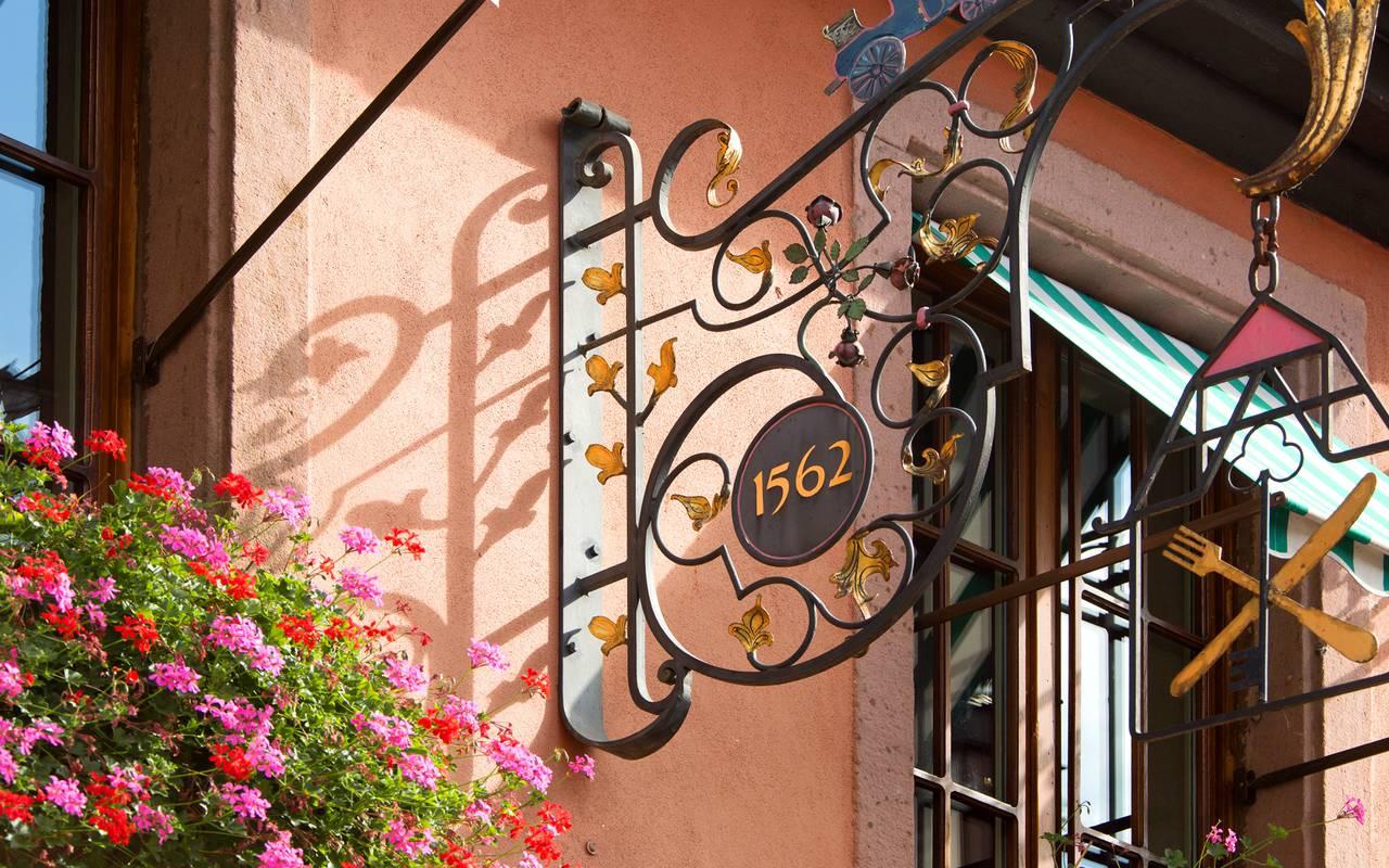 Enseigne avec numero de l'établissement hôtel de charme Alsace Le Maréchal