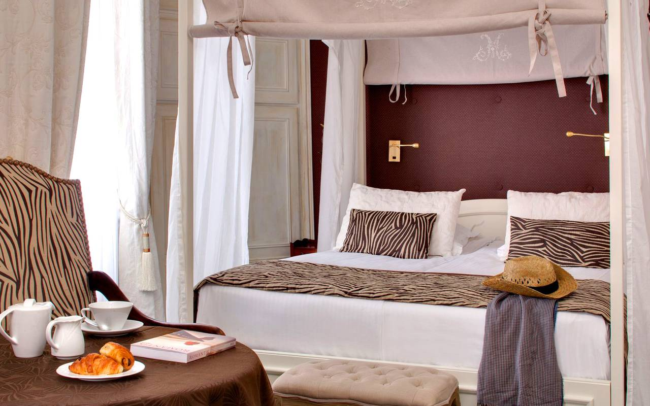 Deluxe double room with canopy bed boutique hotel for Boutique hotel alsace